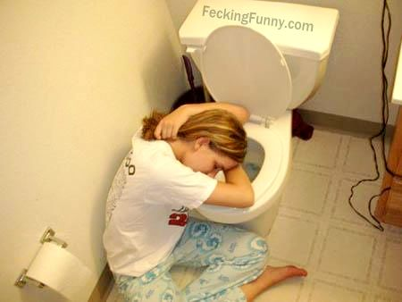 drunken-sleeping-girls-sleep-in-toilet-sexy-pose