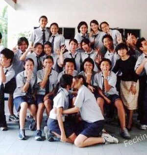 Funny school photo: girls kissing