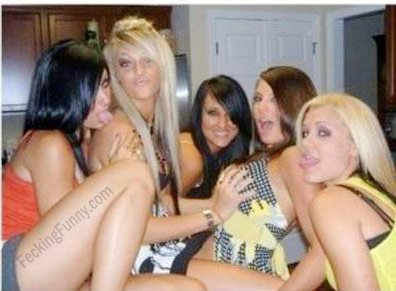 funny-girls-group-photo-she-get-the-biggest-boobs