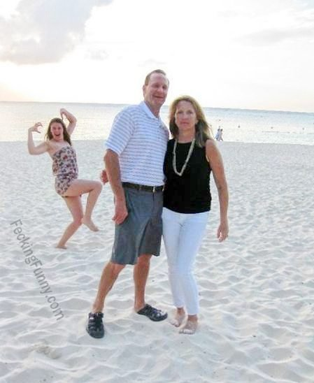 funny-woman-on-beach-a-photobomb-for-a-couple