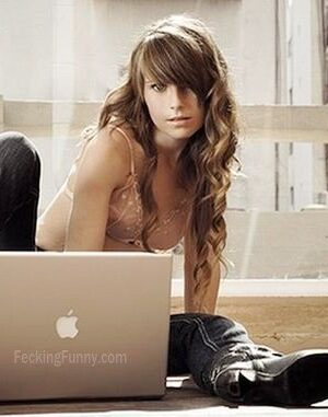 How apple girls use laptop