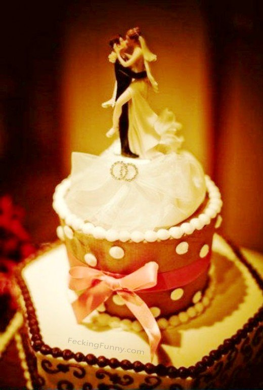 funny-wedding-cake-hungry-woman