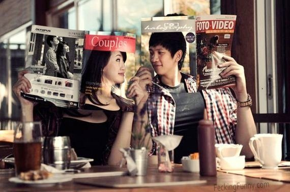 The reading couple: right moment and right magazines