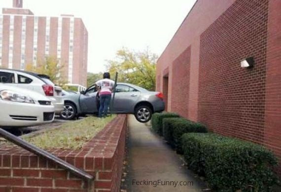 Woman parking: you cannot do it