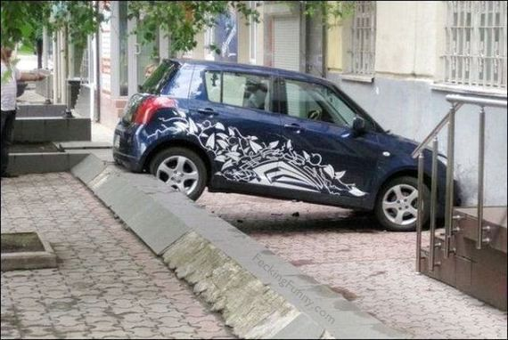 Woman parking: only she can do it!