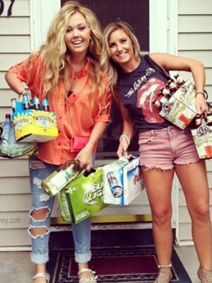 College girls shopping: beers